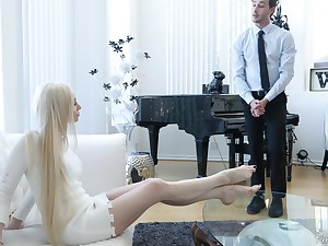 Bossy blonde MILF Natasha James squeezing her pussy zooid fucked now