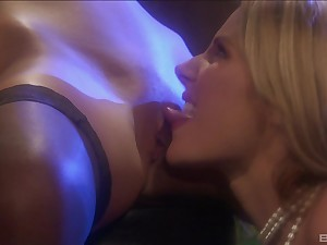 Lesbian blonde bombshells Samantha Ryan and Jana satisfy each other