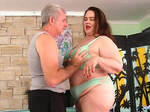 BBW Darling Geisha Worshipped plus Fingered by an Old Masseur