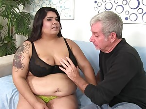 Fat babe Bella Bangz cannot have enough be worthwhile for his hard shaft in say no to cunt