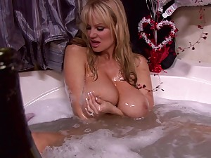 Naughty blonde Kelly Madison ravished at the end of one's tether a henchman on a big bed