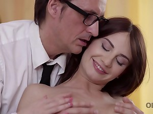 Daddy is happy to see his good-looking babe and fucks hard
