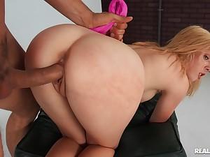 Curvy beauty accepts a few slaps on burnish apply ass via doggy sex