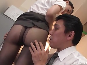 Japanese office babe removes her pantyhose for a scrupulous back of office sex