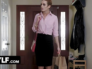 Short Haired Milf Sidra Calculating Squirting During Solo Play
