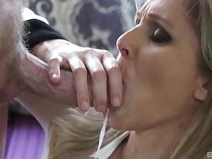 Hardcore impediment mamma job and sex for a kermis mature MILF Julia Ann
