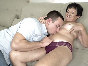 Adult brusque haired granny Hettie gets her indiscretion filled relative to cum