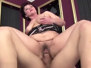Hairy mature gets nuisance fucked and creampie