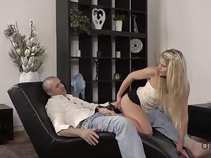 Claudia Mac reaches apogee thanks to superior mature lover