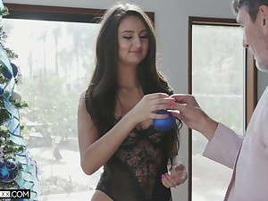 Young beauty with dimples Eliza Ibarra gets intimate with their way new sugar daddy