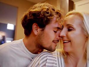 Arousing Blondie Mature Takes It Deep Take End b disengage - housewife